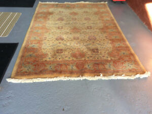 Persian rug 5ft7 by 8 ft