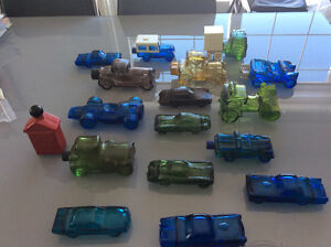 COLLECTION DE 17 AUTOS EN VERRE AVON.
