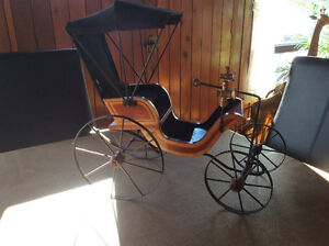 ReplIque ancienne voiture d'époque roues articulées