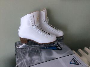 """Jackson """"Mystique"""" figure skates size 4.5"""