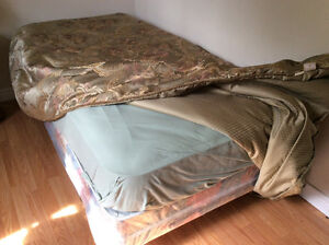 Like new Twin Bed!