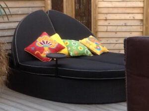 Excellent Condition, like New,  7ft Round Outdoor Chaise