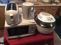 Signature Microwave, Toaster and Kettle (Used once) with Cucina Halogen Oven (New) - Matching set.