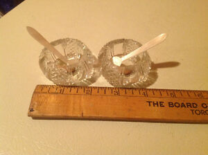 VINTAGE PAIR OF CUT GLASS OPEN SALT CELLARS WITH SERVING SPOONS