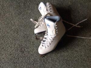 JACKSON SKATES...SIZE 7... Soft Skate
