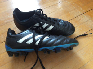 Adidas Youth Soccer Cleats  Size 3