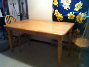 table kitchen solid wood honey  color 6 places 4 legs