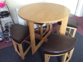 Kitchen table and 4 padded stools