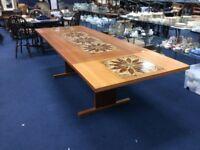 Stół do jadalni z połowy XIX wieku