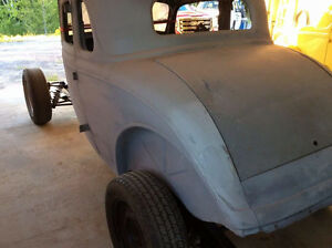 1934 Ford Model 40, 5 window coupe