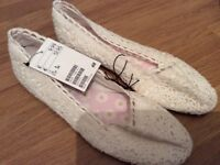 H&M Brand New white flat shoes size 6