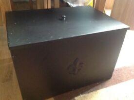 Metal storage box with lid