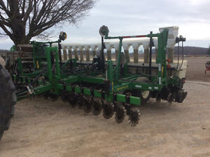 Bean planter - Kinze vacuum