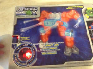 ATOMIC BLOX DEFENDER NEUF,NEW. ITEM NO. DT23502