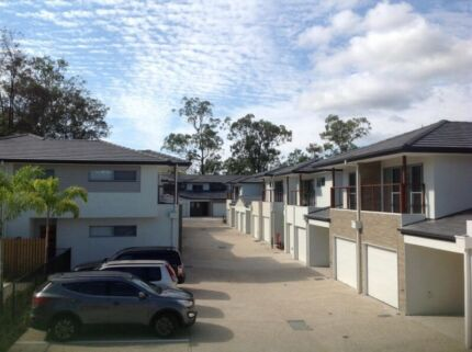 1 Queen size bed room for rent Helensvale Gold Coast North Preview