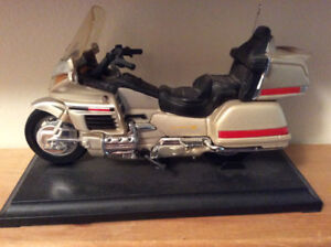 Touring motorcycle models, scale 1:18