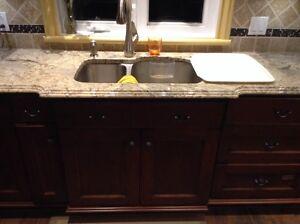 Cuisine... Armoires + comptoirs en granite + lave vaisselle West Island Greater Montréal image 7