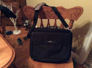 Noteworthy laptop bag