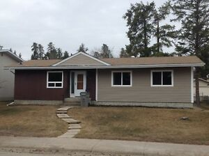 RE/MAX advantage (whitecourt) 7 Windfall Drive MLS 39712
