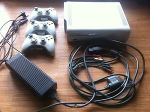 Xbox 360 20GB HD + 11 Games + 3 Controllers and Cord