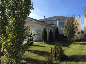 Beautiful open and bright 4 BD/ 3BTH. Close to WEM and freeway