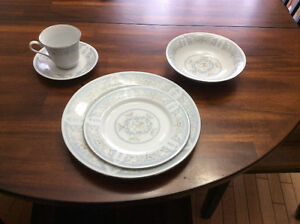 REDUCED --TRISA DISH SET PORCELAIN FLORAL COLLECTION DIANA 1673