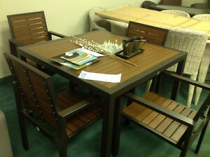 Designer Outdoor Patio Table and 4 Chair Furniture set - New