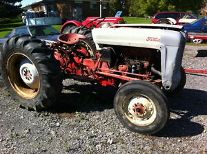 TRACTEUR FORD MODELE 850