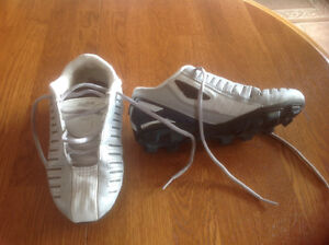 Child's ...Rawlings...baseball/soccer cleats