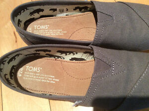 TOMS Canvas - Brand New - Grey - size 7.5