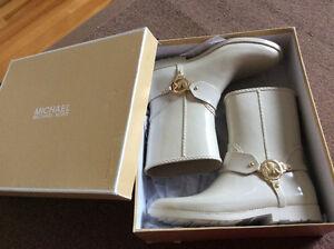 Authentiques bottes Michael Kors et bas,neufs dans la boîte 230$