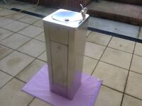 A PEDESTAL FLOOR STANDING DRINKING FOUNTAIN WITH LOCKABLE CABINET. TWO KEYS SUPPLIED.