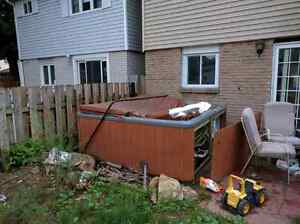 Hot tub is free for pickup Cambridge Kitchener Area image 1