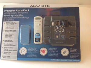 Acurite Projection Alarm Clock with Temperature and USB New