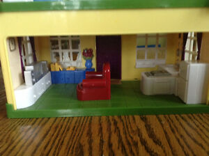 STEP 2 DOLLHOUSE WHIT SOUNDS MUSIC WHITH BUILT IN FURNITURE Gatineau Ottawa / Gatineau Area image 3