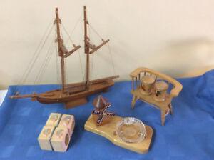 Lot de petits objets en bois