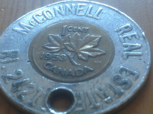VINTAGE ENCASED 1953 LUCKY PENNY KEYCHAIN