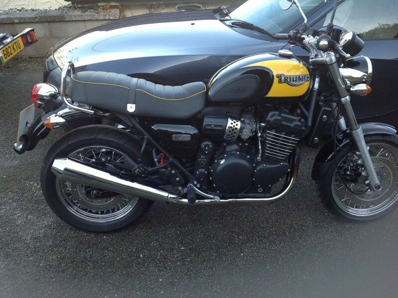 Triumph Thunderbird Sport 900 Triple 9400 Miles Only In Holywell