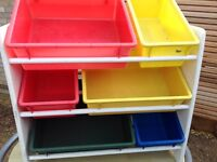 Storage unit with coloured trays