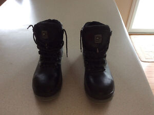 Steel toe work boot, oil resistant -NEW