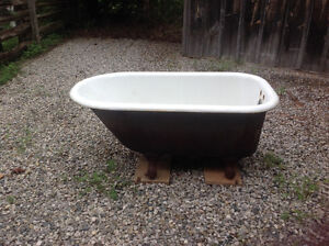 Old Claw Bathtub - Located north of Parkhill London Ontario image 3