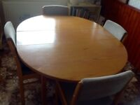Table with 5 chairs. 140x110cm. Good condition
