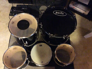 Drums, cymbals and rack hardware Kitchener / Waterloo Kitchener Area image 4