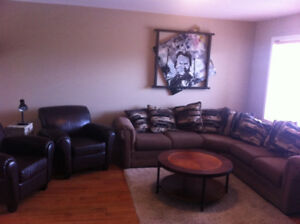 Fully Furnished 3 bdrm half duplex avail Sept 18- May 31/18
