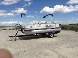 19 ft pontoon deck boat with 4 stroke outboard