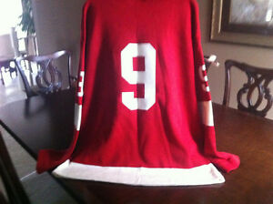 Red Wings Gordie Howe Collectible Jersey in XLarge