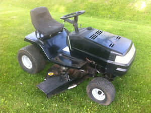 MURRAY LAWN TRACTOR**PERFECT FOR YOUR COTTAGE**