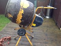 "Electric cement mixer 240v ""works mint"""