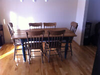 Table style antique + 6 chaises