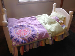 Maplelea Doll Bed ,sleeping bag and pillows